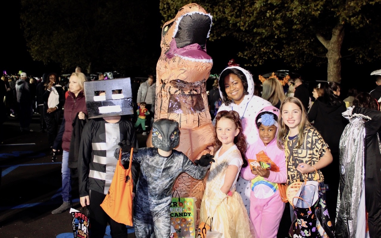 Manetuck Dresses Up Kids and Cars for Trunk-or-Treat